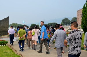 Yantse Cruise: Silvan in the crowd with about 500 Chinese tourists (We were the only foreigners)