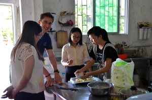 "Silvan teaches Chinese Women how to bake ""Zopf"""