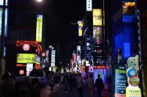 Gangnam (Stadtviertel von Seoul) by night