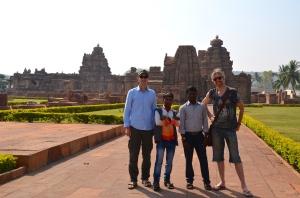 Silvan & Stefan, die beiden Ecktürme, posieren einmal mehr für indische Fotografen
