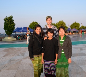 Vero, Silvan, Bobo & Nilar after an almost sleepless night at the Golden Rock Pagoda. (Yes, it can become freeeeeeziing cold in Myanmar!!)