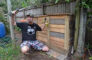 Schön, einzigartig, praktisch... Wer möchte nicht so einen tollen Designer-Kompost in seinem Garten haben?