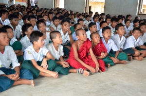 Teaching about garbage in Aung Thun Phios native village